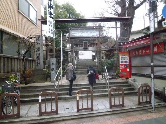 雨の櫛田神社です