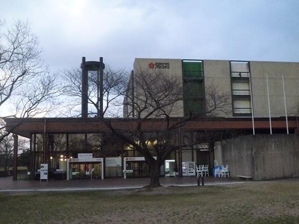 元鉄鋼館です