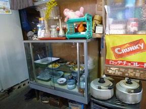 棚にはおかずとか,稲荷寿司とか
