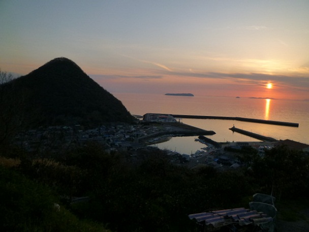 室本漁港と九十九山