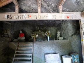 岩窟の護摩堂