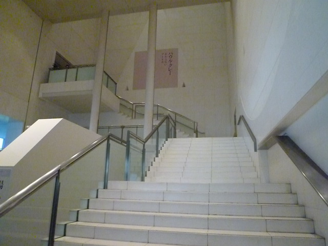 まず,3階まで上がります
