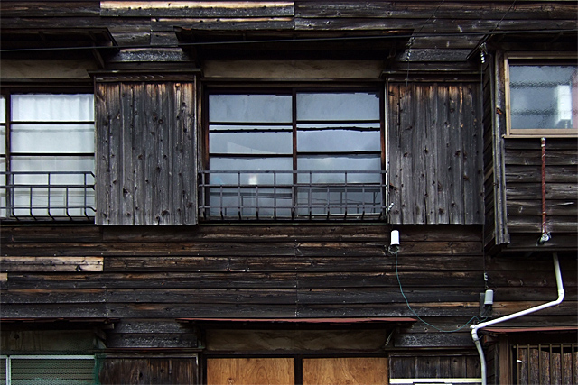 090328_001_古いアパート