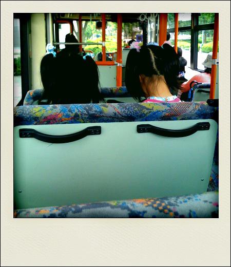 090603_001_バスの中