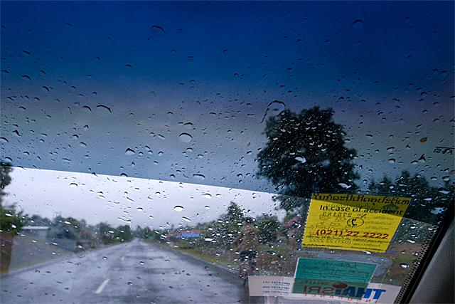 090722_001_雨の13号線
