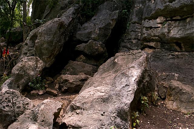 090725_008_プノンバノンの洞窟