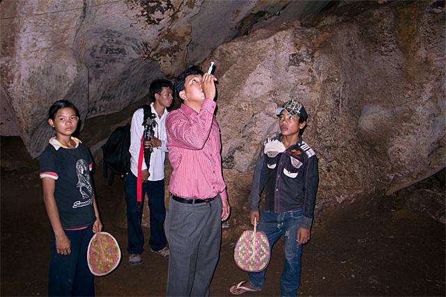 090725_009_プノンバノンの洞窟