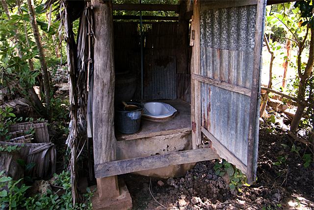 090726_006_村のトイレ