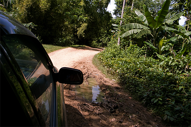 090726_009_カンボジアの村の道