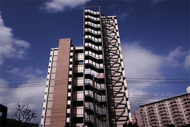 091104_001_アパートの階段