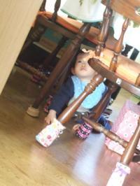 徳山のテーブルの下