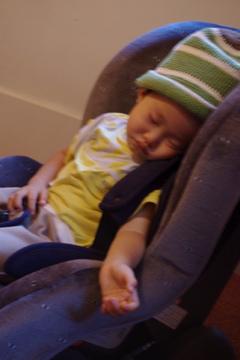 ヌーボー倶楽部で寝る奏太朗