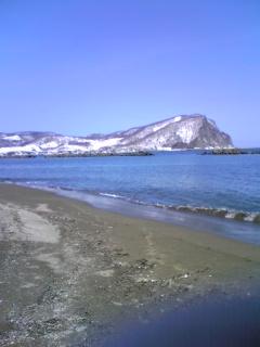 シリパ山と春の海