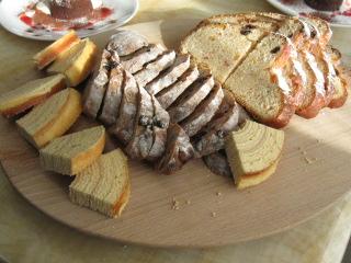 パンとお菓子3種