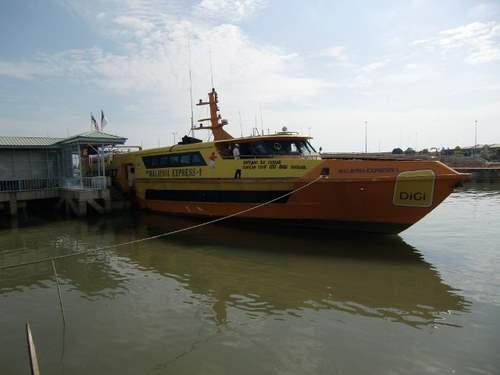 国際線の船