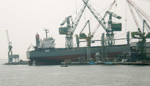 ばら積運搬船サニーロイヤルの進水式に出くわす-3