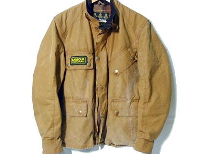 洗濯機でジャブジャブ&乾燥機後のBarbour International Trials Short Jacket。