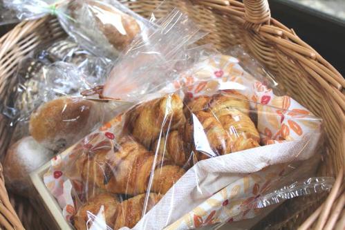20100502籠盛りパン
