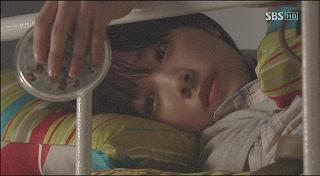 ベッドのヨンジ