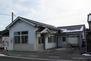 南豊科駅の駅舎