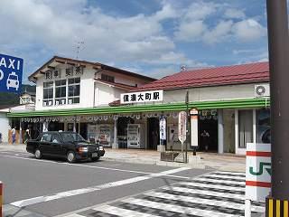 信濃大町の駅舎