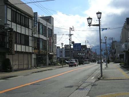 白馬駅前の商店街