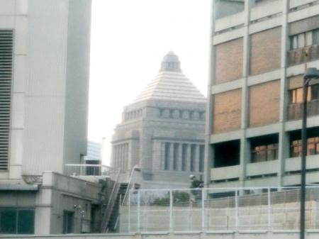 2010.2.19-東京ぶらりひとり旅002バスの中から国会議事堂