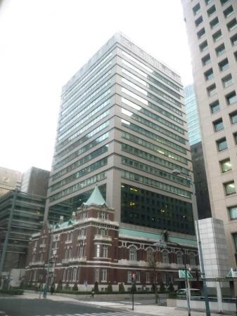 2010.2.19-東京ぶらりひとり旅004煉瓦造りの建物のうえにビルが!