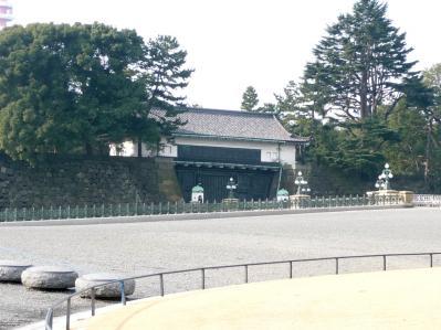 2010.2.19-東京ぶらりひとり旅020二重橋の向こう 「新宮殿」?