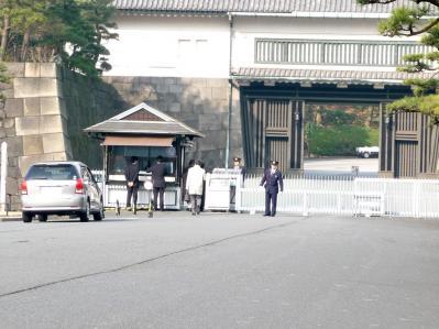 2010.2.19-東京ぶらりひとり旅021坂下門03ー厳しいチェック