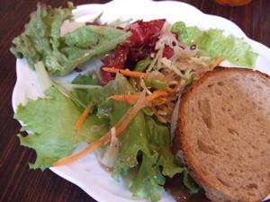 139 cent trente-neuf(サントラントヌフ) パンとサラダ