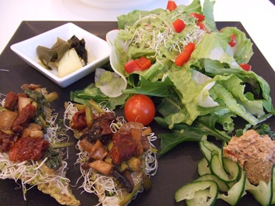 RAW VEGAN RESTAURANT Manna Raw Pizzaランチ