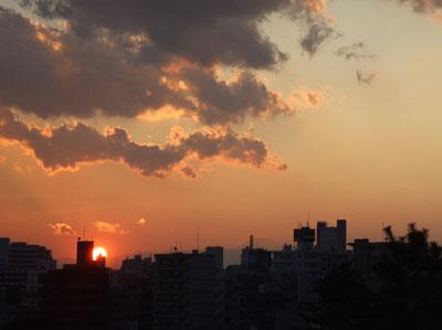 西郷山公園の夕日と富士山