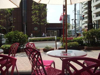 ミュージアムカフェ「セボンプラージュ」 公園通りを望む