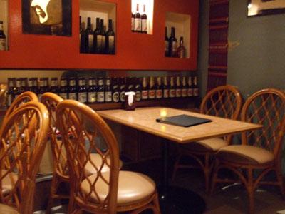 六本木 アジア料理店 AngTong(アントン) 店内