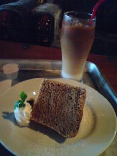ラブラックカフェ・ほうじ茶シフォンケーキとカフェオレ