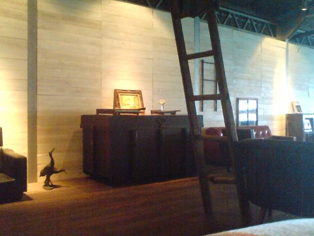 ラブラックカフェ・梯子と鶴