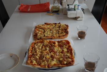 お昼のピザ