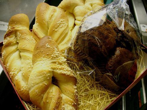 粉チーズひねりパン