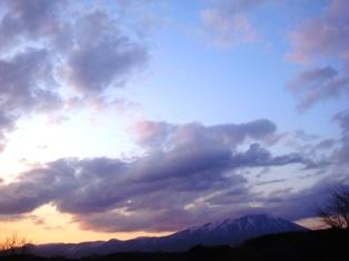 雲と岩手山