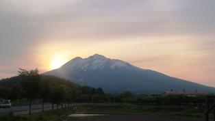 夕焼け岩木山
