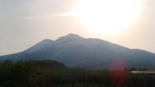 太陽と岩木山