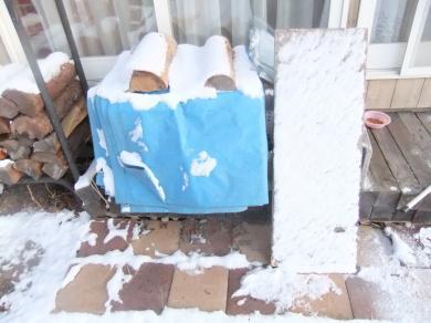 ミケコハウスに雪降り積む