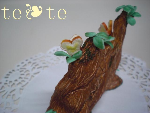 木の上のパン