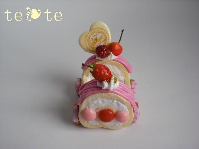 ロールケーキ車  ピンク☆