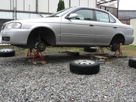 タイヤをはずします