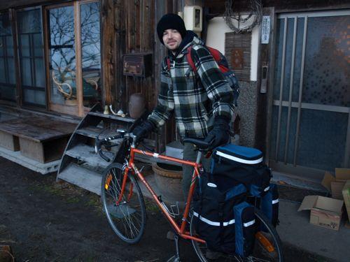 自転車で去る