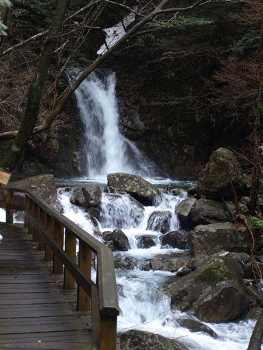 4和合の滝が近づく