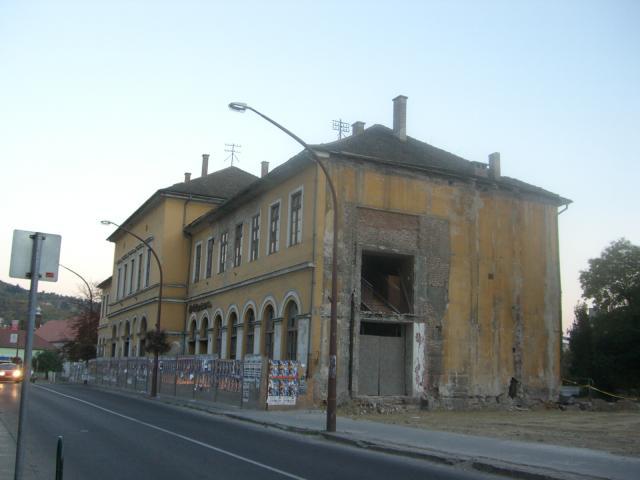 古ホテル今