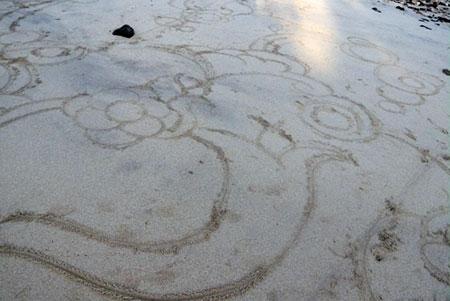 海で落書き